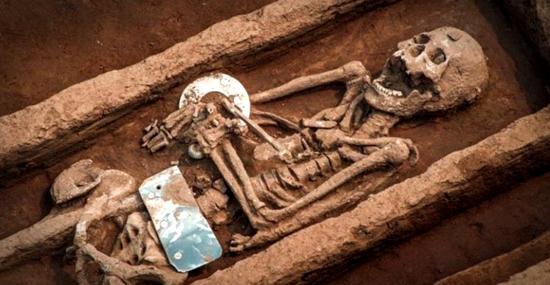 Esqueletos Gigantes de 5 mil anos da China já têm uma explicação - Capa