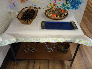 Loose parts provocation with napkin rings and glass beads
