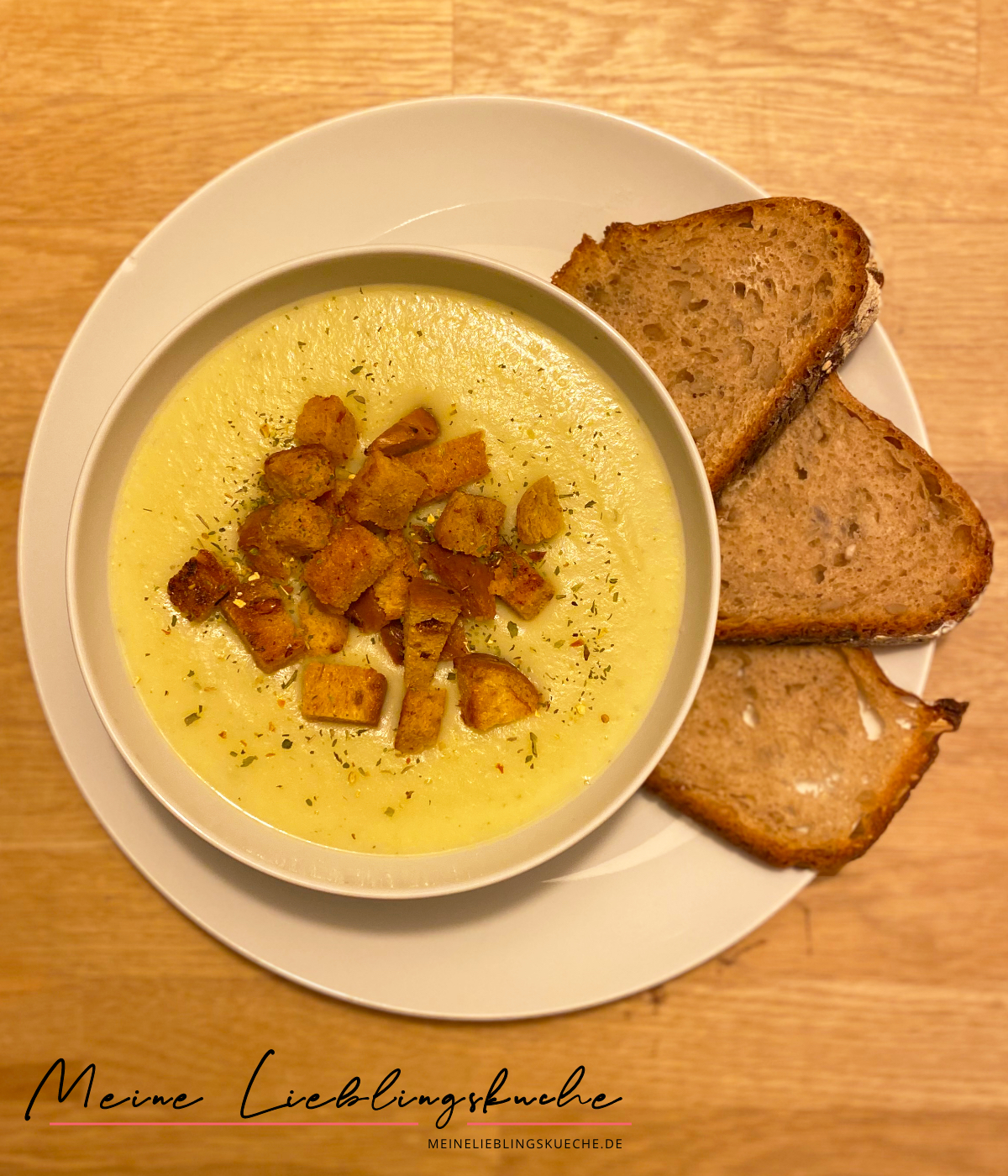 Sellerie-Kartoffel-Suppe mit Petersilie-Croûtons