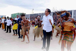 Matias Mairuma Presentasi Hasil dan Rencana Pembangunan Kaimana ke Jokowi