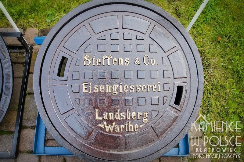 Bydgoszcz. Muzeum wodociągów. Steffens & Co Landsberg Warthe. Odlewnia żeliwa. Właz kanałowy.