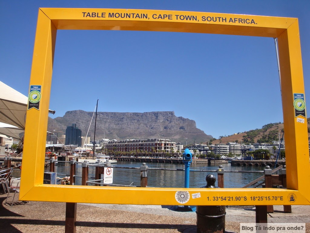 Table Mountain vista do V&A Waterfront na Cidade do Cabo