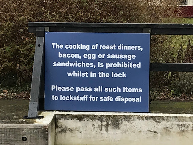 Sign at Abingdon lock, River Thames. Oxfordshire