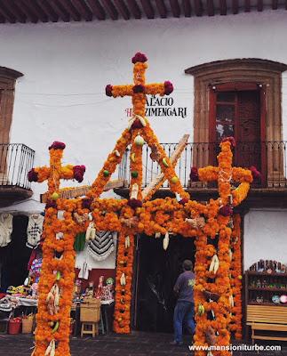 Entrada del Palacio de Huitzimengari en Pátzcuaro