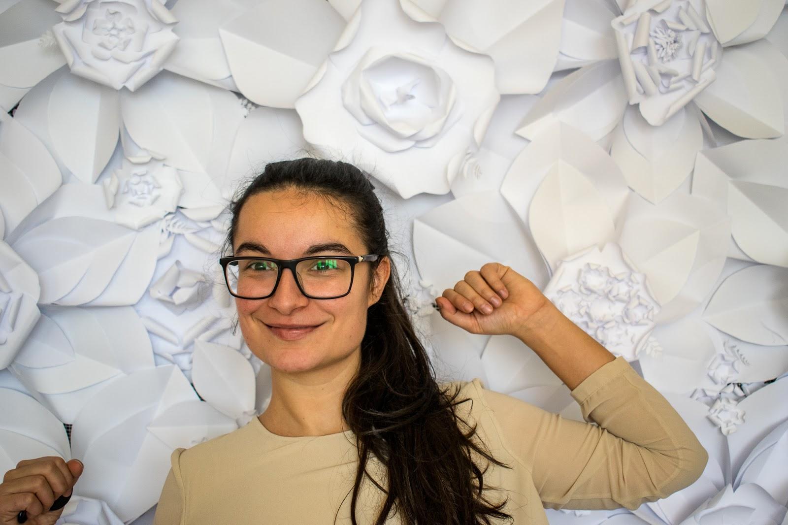 Portret Perete cu Flori de Hartie Handmade pentru Cabina Foto de Inchiriat - Amintiri Magice
