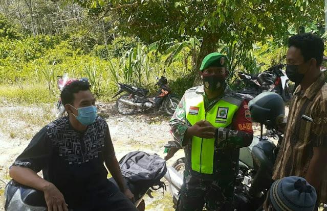 Babinsa Edi Sufriyadi Lakukan Komsos dengan Warga Desa Harapan Jaya