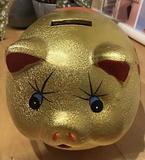 Spaarpot in de vorm van een gouden varken