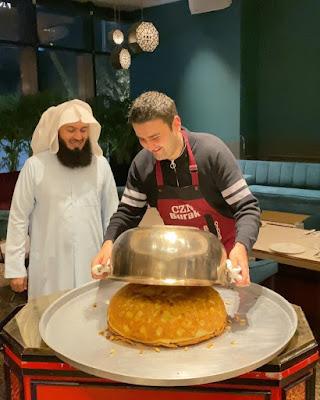 الشيف بورك يصنع وليمة لأحد المشايخ