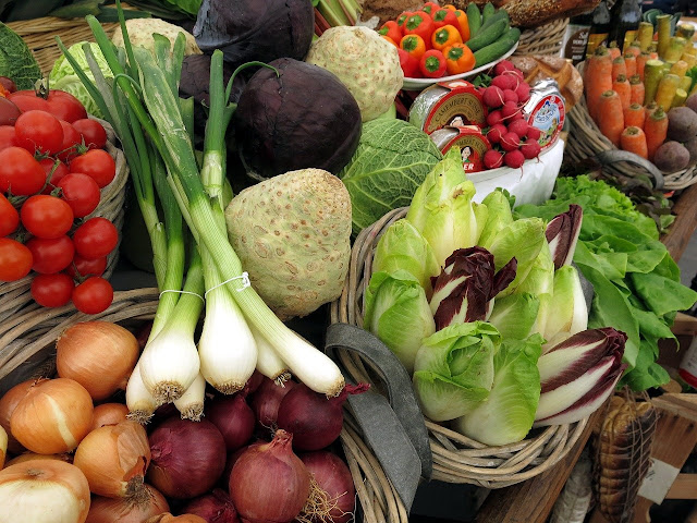 Vegan Diet Vs Vegetarian Diet Plan - The Perks and Disadvantages, Similarities as well as distinctions