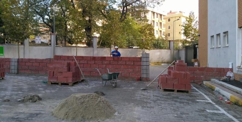 Okul bahçesine örülen duvar tepki çekti