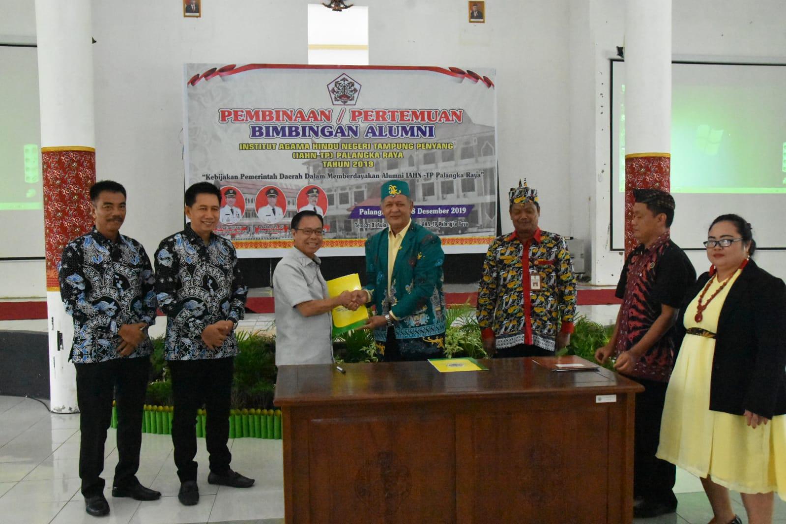 H Koyem Hadiri Temu Alumni IAHN TP Palangka Raya