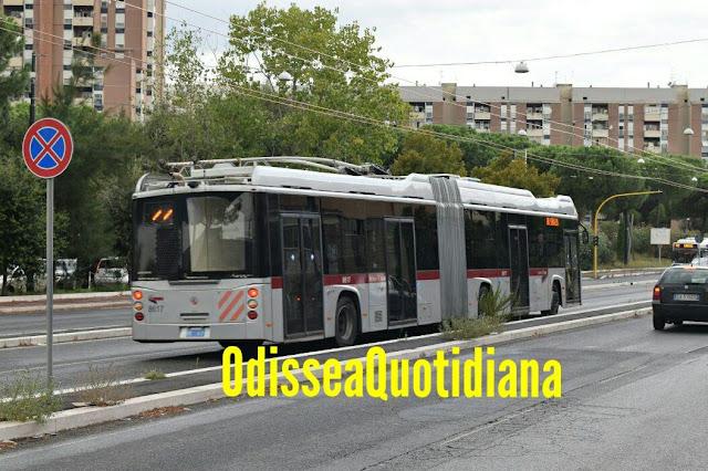 Corridoio della mobilità: su via Laurentina iniziati i collaudi del filobus