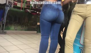 chava nalgona precioso cuerpo jeans