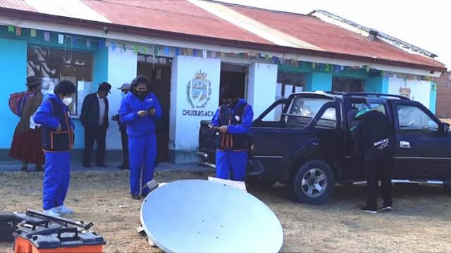 Brigadas móviles realizando emisión de Cédulas de Identidad en Achacachi