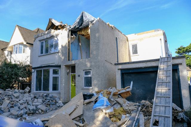 Un albañil destruyó la casa que hizo porque no le dieron su pago, podría ir a prisión