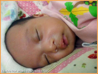 Gambar Nur Aina berusia 2 bulan. Bayi selalu menangis waktu malam.
