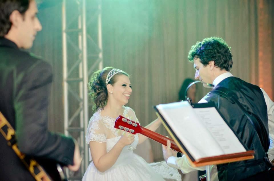 festa-noivo-musico-noiva-pista-danca-1