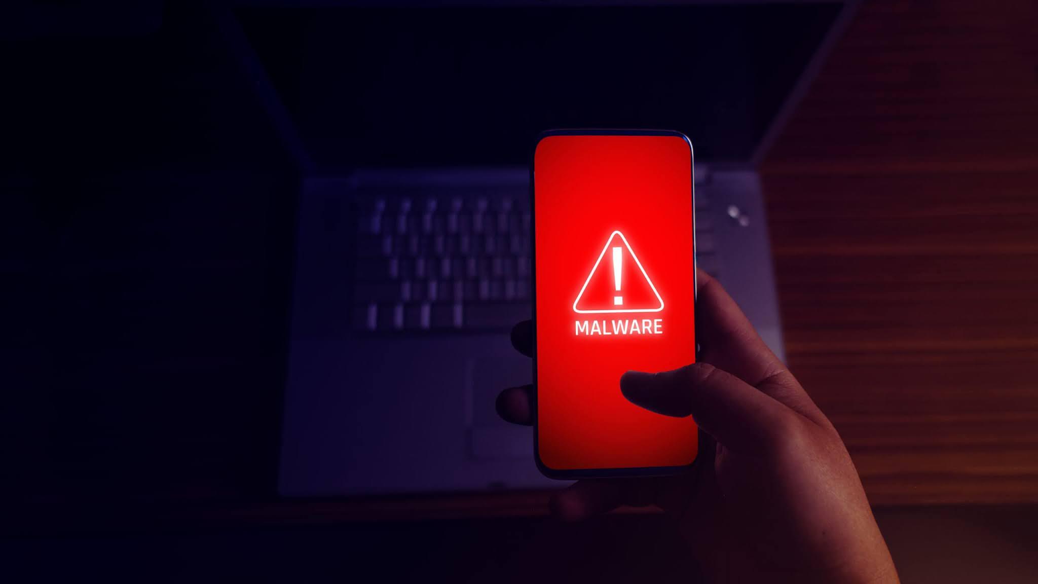 تطبيقات شهيرة غاية في الخطورة سارع بحذفها من هاتفك على الفور!