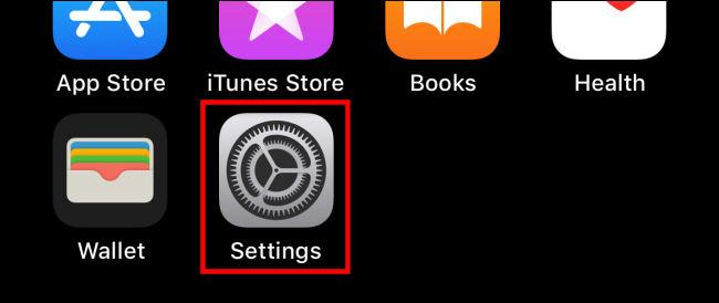 """اضغط على أيقونة """"الإعدادات"""" على iPhone"""