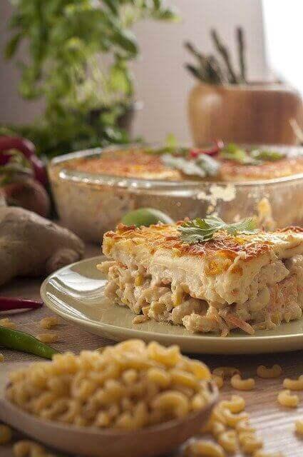 غراتان المعكرونة مع البشاميل وجبنة الكومتي