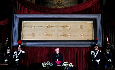 Pope Francis announces blessing for Holy Saturday online showing of Shroud of Turin