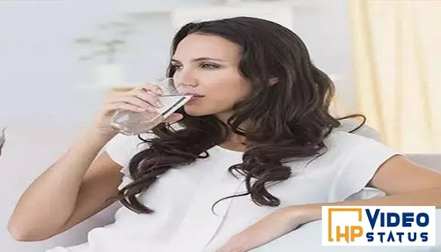 अधिकतर लोगों को आज भी मालूम नहीं है पानी पीने का सही तरीका, जानिए पानी पीने का सही तरीका - Health Tips
