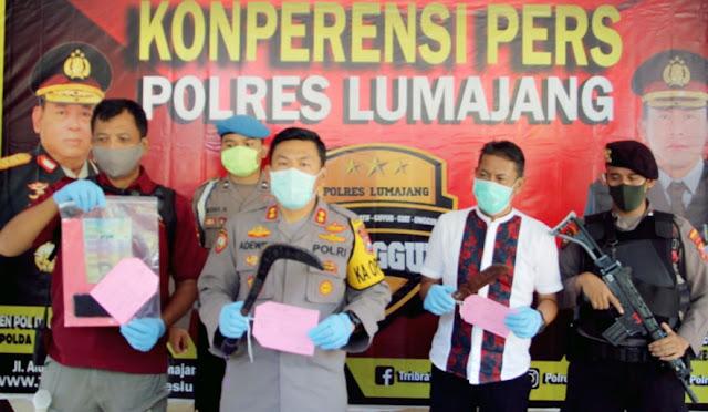 Kapolres Lumajang saat pimpin press release