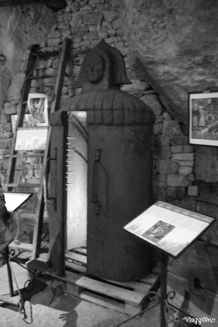 L'esposizione degli strumenti di tortura alla Maison Forte de Reignac