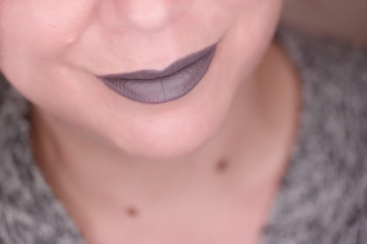 grauer Lippenstift swatch