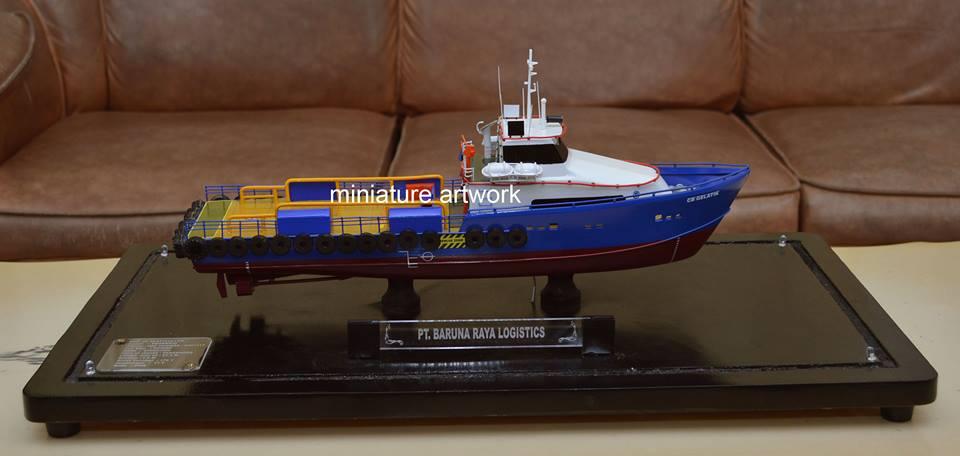 pembuat produsen pengrajin miniatur kapal crew boat cb gelatik pt baruna raya logistics planet kapal rumpun artwork terpercaya