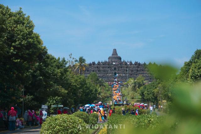 Candi Borobudur Saat Musim Liburan