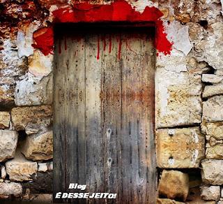 Imagem de uma porta dos tempos Bíblicos marcadas com o sangue do cordeiro, que representava o Sangue do nosso SENHOR JESUS CRISTO que seria derramado por todos nós.