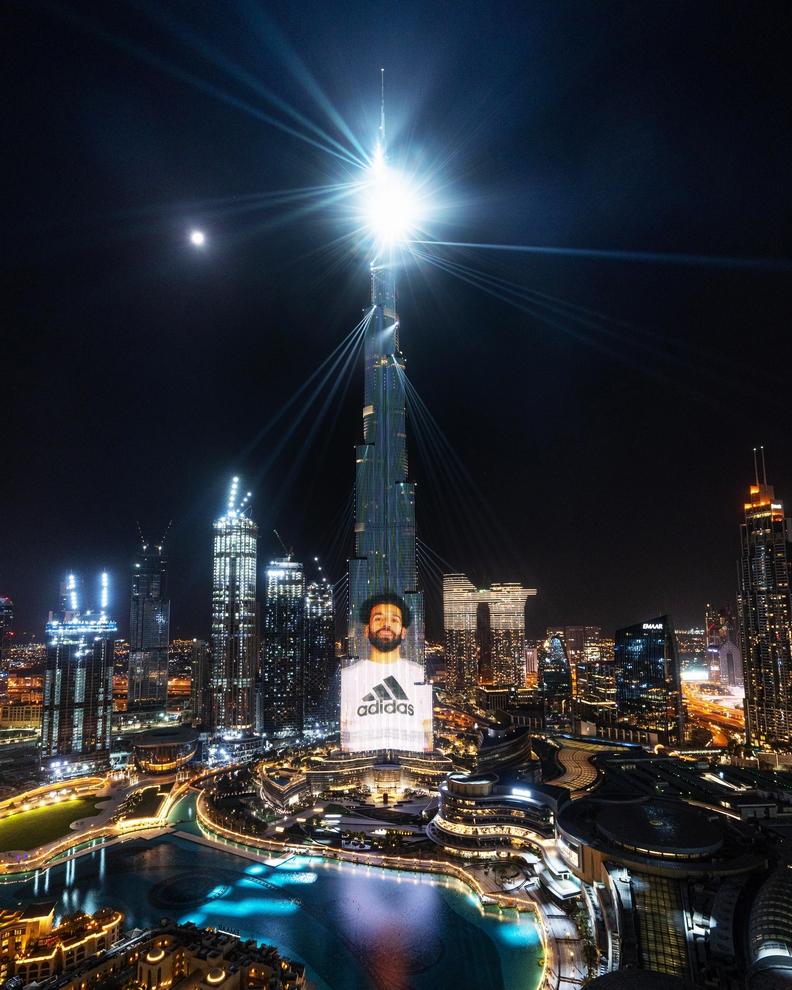 برج خليفة يبث رسالة محمد صلاح