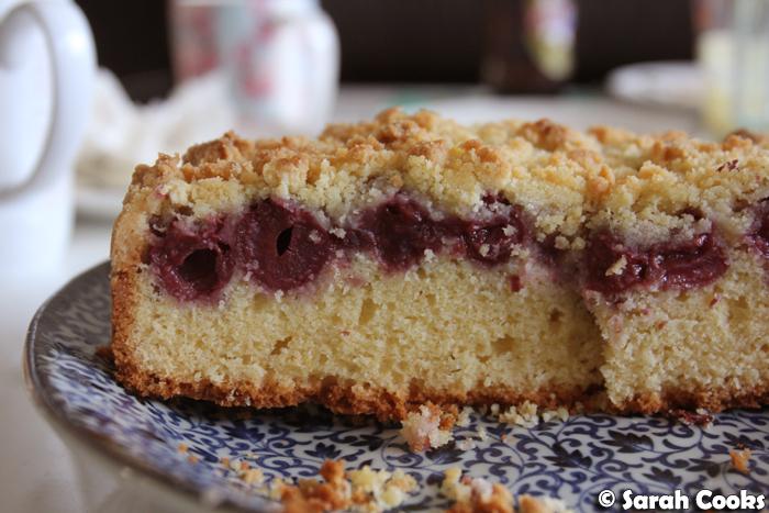 Kirsch Streuselkuchen - Cherry Crumble Cake
