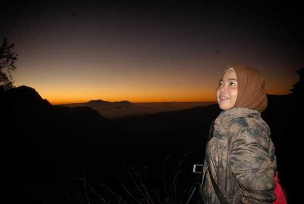 menikmati sunrise di penanjakan bromo pagi hari