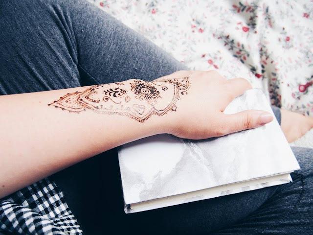 kreslím hennou