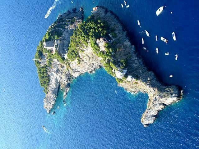 5 Destinasi Wisata Pulau Terunik Di Dunia