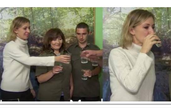 شاهدوا ردة فعل المتحدثة باسم الخارجية الروسية بعد شرب كأس من الكحول!!  شاهدوا ماذا فعلت!