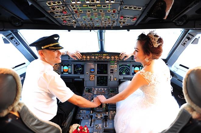 Pilotos da Vietjet realizam álbum de pré-casamento em um avião –  Veja fotos