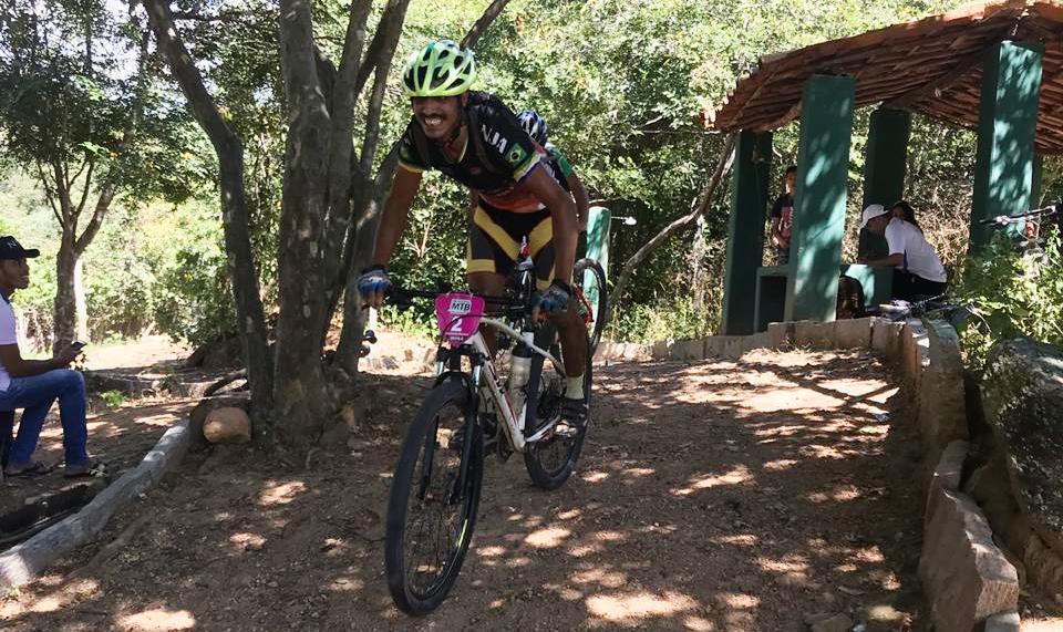 5c5c547ab91de Leonardo Pereira vence Quinta Etapa do Municipal MTB de Altaneira - 2019