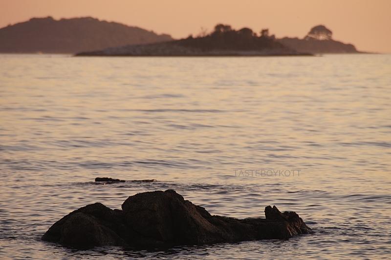 rocks in the mediterranean sea in Croatia at sunset (evening sky, summer, beach)