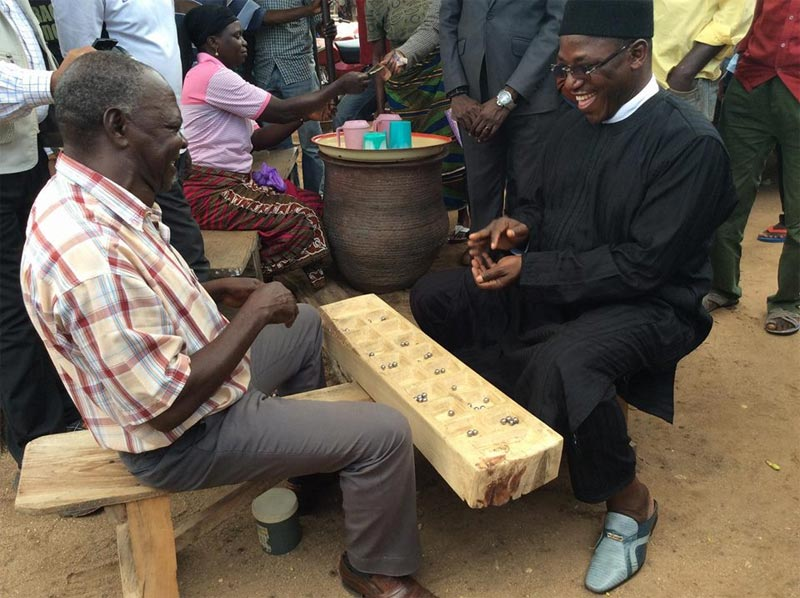 Sports minister Dalung plays ncho with a friend