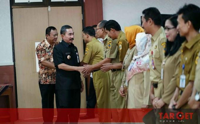 Bupati Haryanto Kukuhkan 12 Kepala SMP