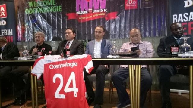 Peter Odemwingie Resmi Gabung Madura United