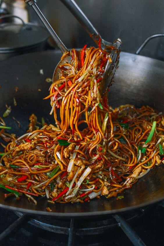 Restaurant-Style Chicken Lo Mein