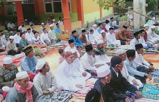 Tadi Pagi, Jamaah Ponpes Darul Ulumi Wal Amal Ntobo Gelar Sholat Idul Fitri