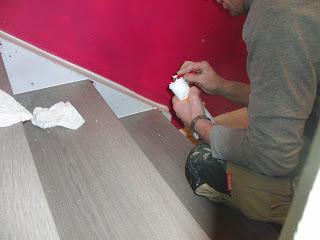 Treppenrenovierung - Versiegelung der Treppenwangen mit Acryl