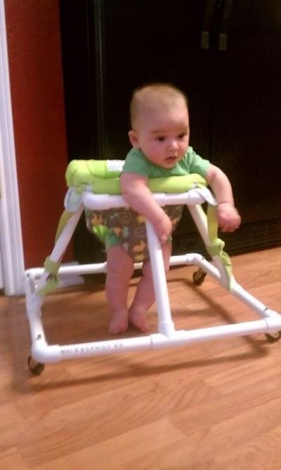 Baby walker dibuat dari pipa PVC (paralon)