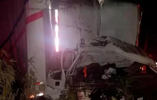 Dos muertos y un herido durante accidente en la autopista Duarte