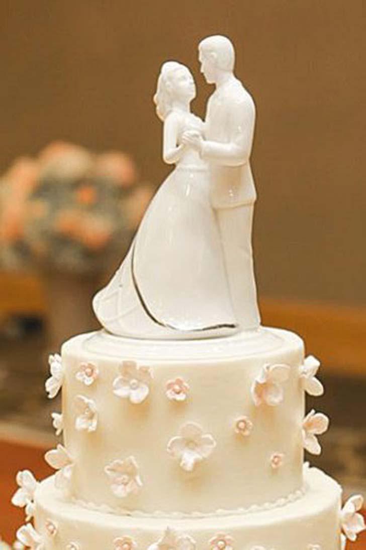10 Romantic Wedding Cake Toppers